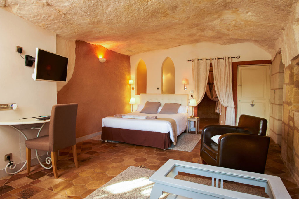 Une chambre dans un hôtel troglodyte